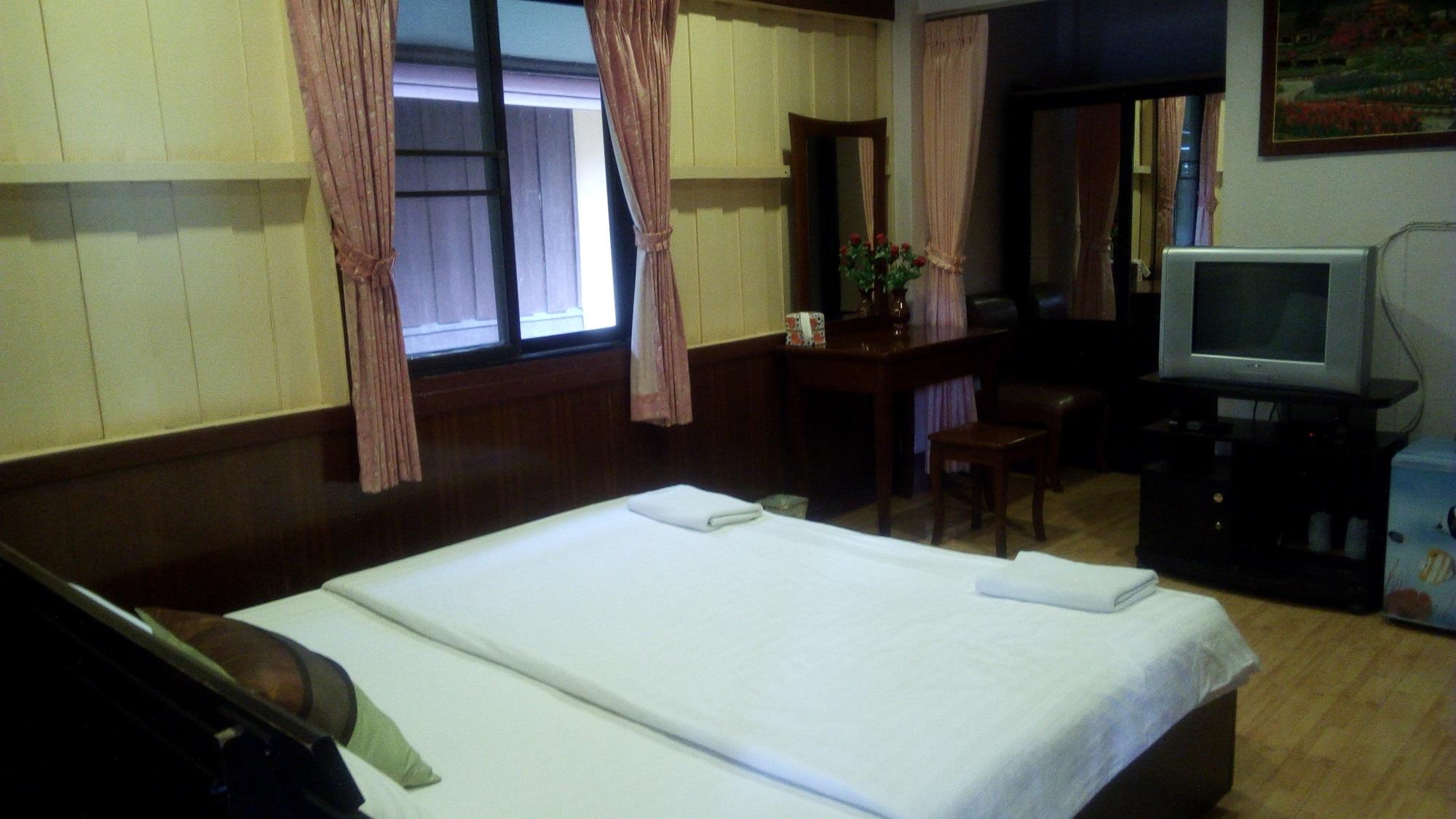 Thale Noi Lan Bua Resort